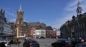 De-gezellige-Markt-in-Roermond-300x165